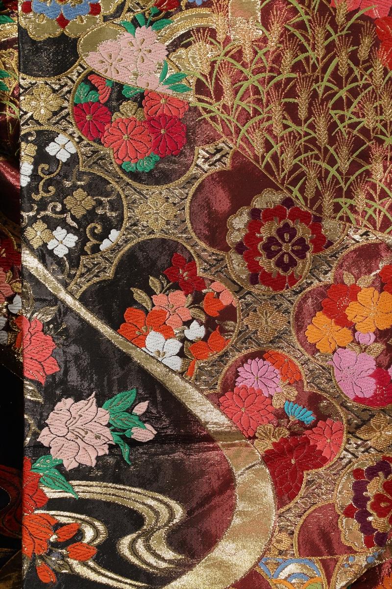 パール赤の地に流水と季節の花々サブ画像3